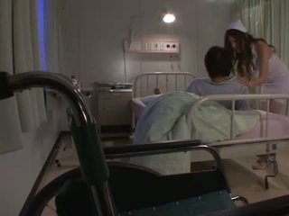 Erotisch krankenschwester yuna shiina has ein cumload während sie pees