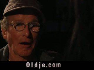 76 oud man met groot piemel drill lief tiener