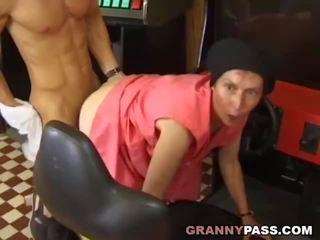 Muscle guy fucks hässlich oma, kostenlos echt oma porno porno video