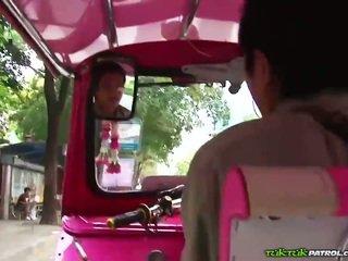 I eksituar tajlandeze që loves në luaj me kokosh!