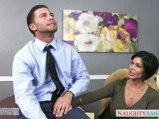 Sexy brunette milf shay fox gives hoofd