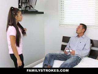 Familystrokes - ma stepsister baisée ma papa et moi