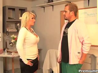 Monstre seins splendide blonde pute brooke haven hardcore pounding