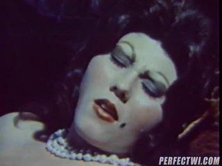 Gemeen vintage porno klem gepresenteerd door dvd doos