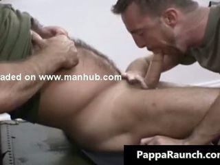 Gemeen homo guy gets zijn stiff lul sucked