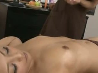 Een japans masseuse en haar klant