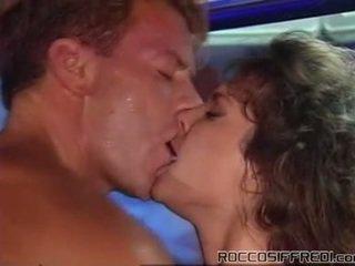 Harter sex taking having ficken sleaze mädchen onto ein pool tabke und gives cumload