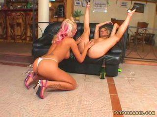 아름다운 아기 adriana russo toying 그녀의 girlfriends 채다 와 그녀의 filthy fingers