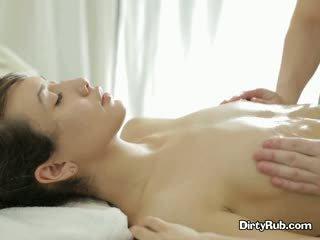 Ada loves getting dia alat kemaluan wanita berminyak naik dan massaged