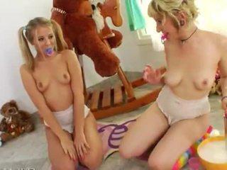Уникален lesb игри с diapers