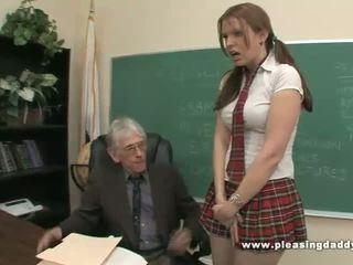 Студент fucks непристойна старий вчитель для проходити клас
