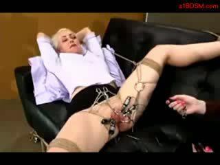 Meitene tied līdz treneris hook uz vāvere tortured ar electricity licked līdz mistresstrixtrix