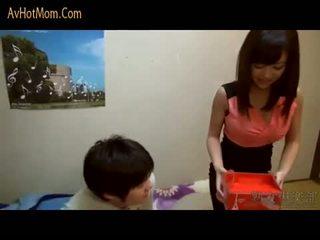 Καυτά ιαπωνικό μαμά 39 με avhotmom