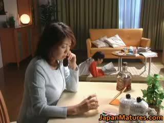 I eksituar japoneze moshë e pjekur babes duke thithur part2