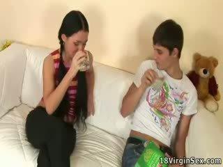 多情 性别 的 vendy 和 她的 boyfriend.