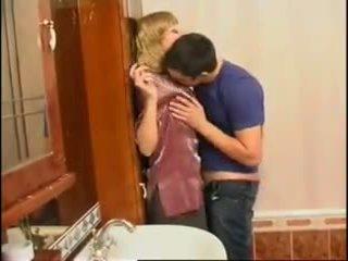 Ikke mamma og sønn: gratis russisk porno video f0