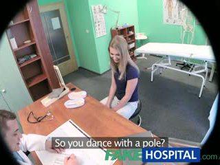 Fakehospital innocent blondýnka gets the doctors masáž