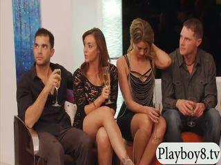 Gift folk swinging og gruppe sex i playboy mansion