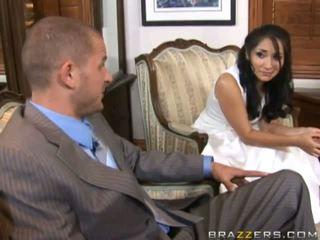 Um noiva gets fodido por unknown guest