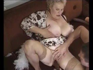 Стар възрастни бабичка прецака