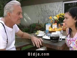 Oldje: senelis david pounds a karštas paauglys į jo yard
