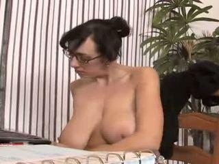 briunetė, oralinis seksas, auskarai
