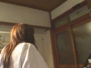 Büyük ğöğüslü anal creampie hitomi tanaka içinde sarılı bath