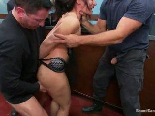 Sheena ryder has throat fucked līdz banka robbers