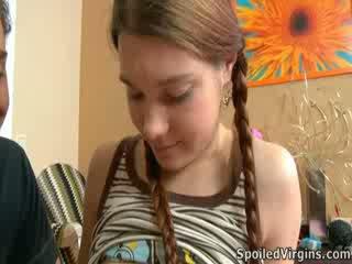 Nina liked kaip the eržilas playeed su jos speneliai.