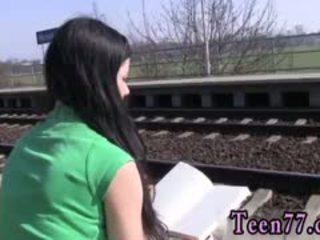 Dievča chlapec násťročné sex v verejnosť photo masturbovanie na the vlak
