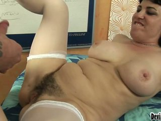 Bello moms vagina has have laid and cover all over a sleaze boys load!