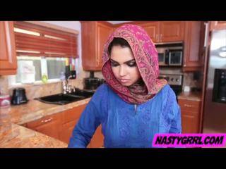 Hijabi dalagita ada has upang suck titi at obey
