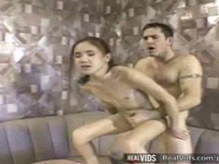 Asiatico cameriera scopata da muscle cazzo