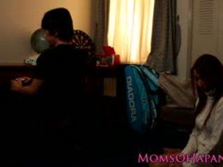 Japans mam cheats en gets gezicht geneukt