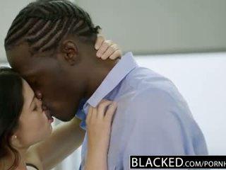 Blacked britannique femme ava dalush loves grand noir bite!