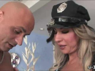 Domme транссексуаліст поліцейський ariel everitts fucks guy