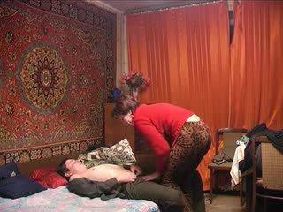 Russo matura mamma e suo ragazzo! amatoriale!