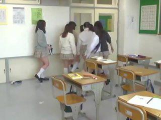 Japānieši skola no hell ar ekstrēms facesitting subtitled
