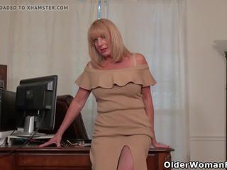 Amerikaans oma phoenix skye proves haar sexiness: porno ed