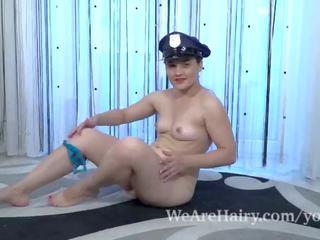 Sanita wears beliau polis pakaian seragam dan masturbates
