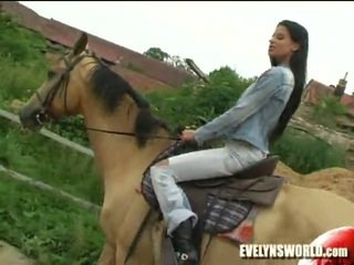Klara smetanova - sexy pe ferma