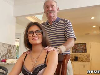 Najstnice jeleana marie sucks in fucks old men: brezplačno hd porno ef