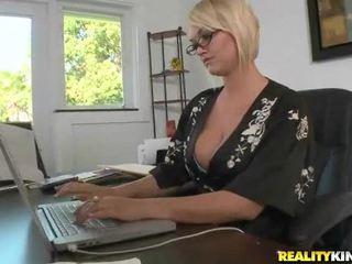 Juggy blondīne mrs. julies fucked