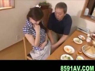 Busty manželka gives starší člověk výstřik