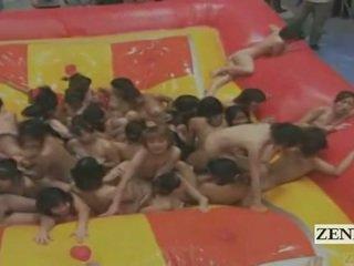 Subtitled milzīgs grupa no japānieši nudists eļļa cīņa