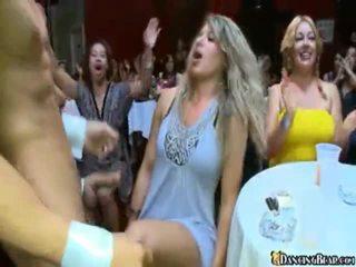 Apreibtas meitenes iet avid vairāk šī labi hung stripper