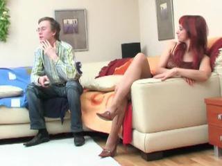 Nerd seduced par redheaded milf