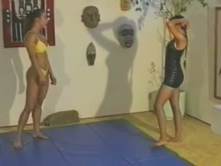 Topless cīņa - charlene rink vs. sab .