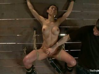 Slender tia ling has constrained augšup un bumped painfully