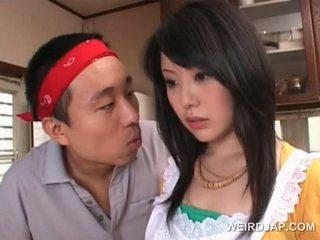 الآسيوية housekeeper gets جنسي assets teased بواسطة أقرن guy